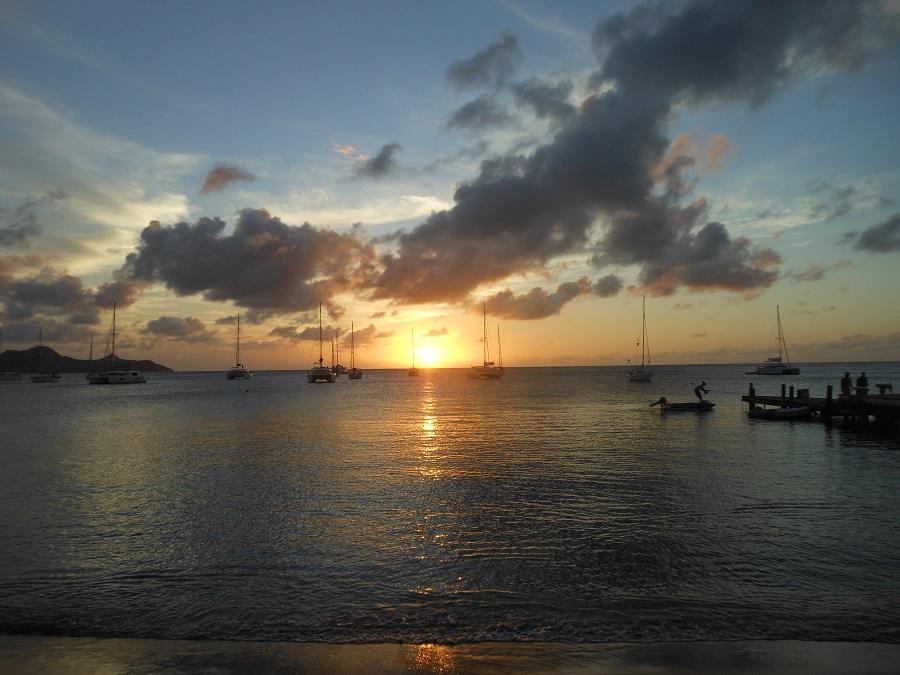 couché de soleil en mer des caraibes