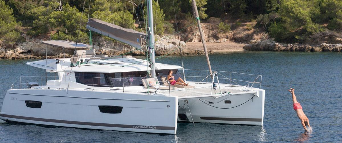 location catamaran avec skiper